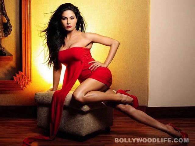 Pakistan Sentences Bollywood Actress, Husband to 26 Years in Prison for 'Blasphemous' Dance