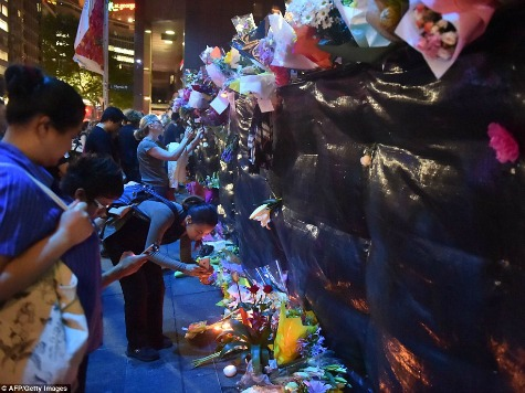 Australians Build Flower Memorial for Victims of Sydney Jihadist Attack