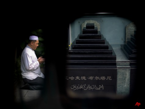 China Cracks Down on Muslims: No Large Beards, Islamic Clothing on Public Buses