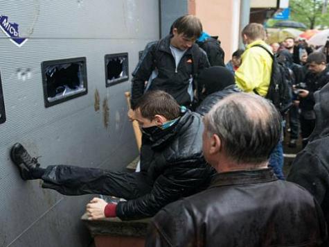 Pro-Russians Run Amok in Odessa, Ukraine, After Yatsenyuk Visits City