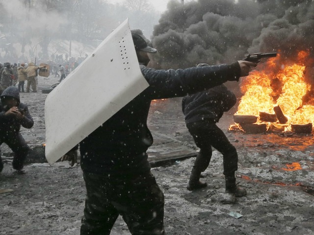 Ukraine Protesters Capture Government Buildings, 67 Policemen in Kiev