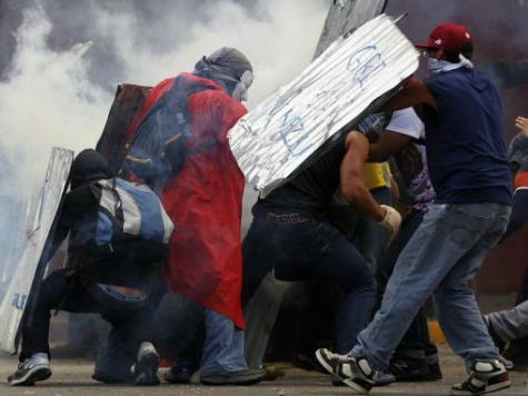 Venezuelan Army Raids Rebel City, Shoots Teargas Into Civilian Buildings at Night