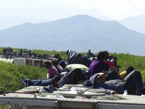 Mexican Train Derails, Stranding 1,300 Migrants Headed Toward U.S.