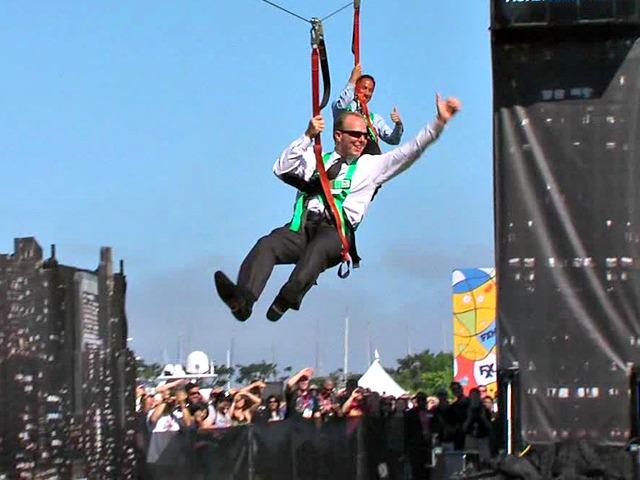 San Diego Mayor Zip Lines Over 'Gotham City' at Comic-Con