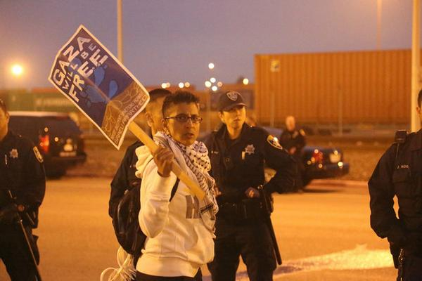 Oakland Protesters, Dockworkers Stop Israeli Ship From Unloading