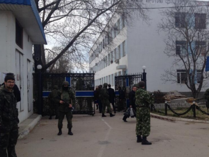 Ukraine soldiers ejected, Head of Ukraine Navy 'Taken Away' by pro-Russia 'militants'