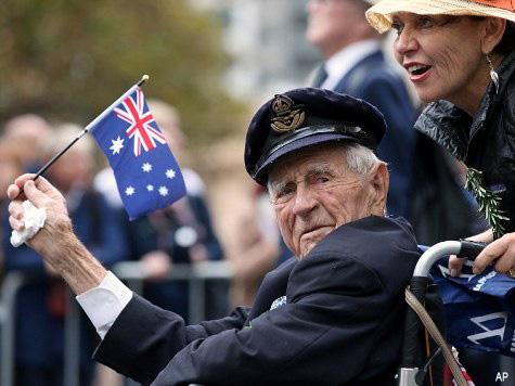 Australians and New Zealanders Pay Tribute to Fallen Soldiers on Anzac Day