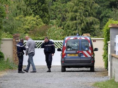 Jealous man castrates and kills French mayor