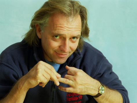 Rik Mayall, with Assist from Shakespeare, Posthumously Zooming Up Charts with English World Cup Anthem