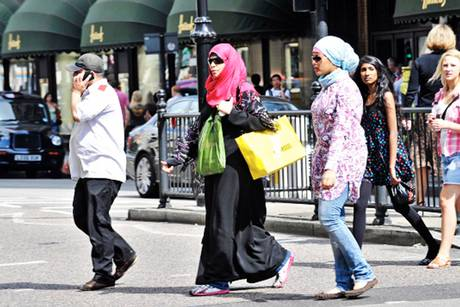 Ramadan Rush: Mega-rich Muslim Shoppers Descend on London