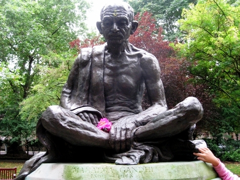 Mahatma Gandhi to Stand with Foes in Front of British Parliament