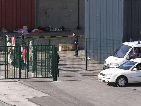 Calais Bans Migrant Camps As Thousands Attempt To Enter UK