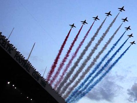 Mystery of the Red Smoke: Red Arrows in Apparent Show of Support for the Union
