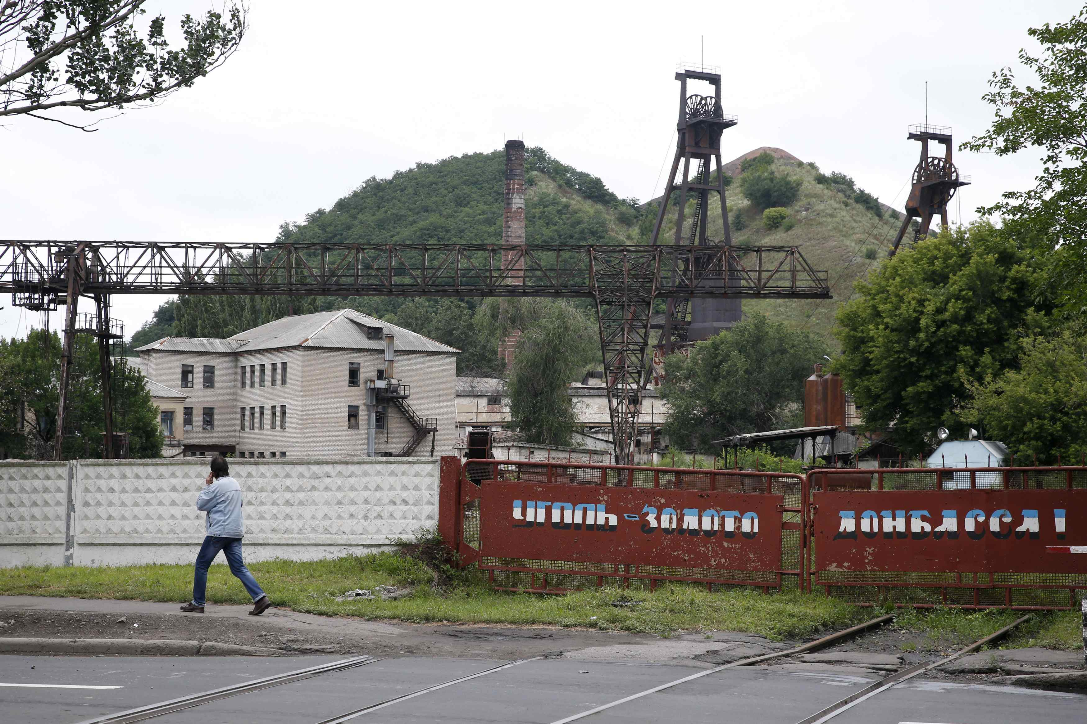In Ukraine's East, Soviet-Style Economy Withers under Onslaught