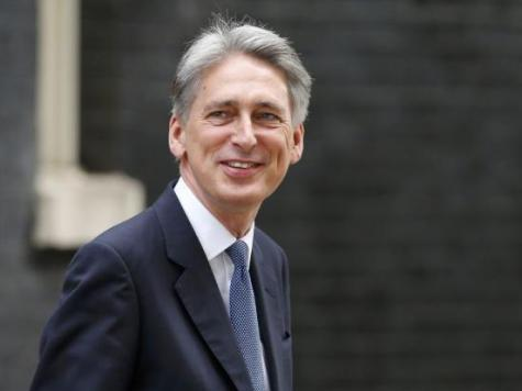 Hammond: Other Countries Must do More to Fight Ebola