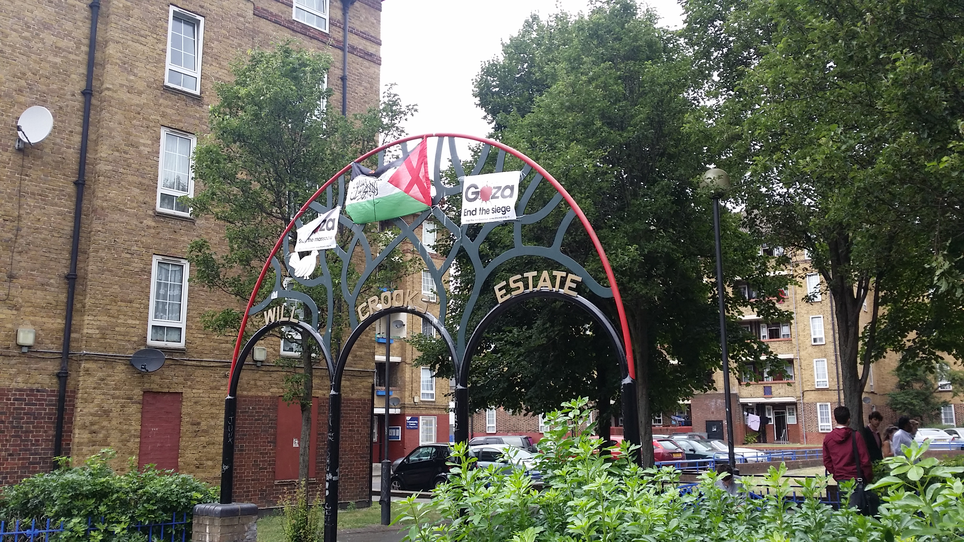 REPORT: 'ISIS Flag' Flying on London Council Estate, Breitbart London Investigates