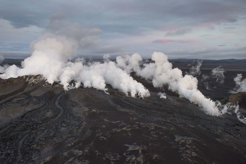 Earthquakes Continue to Shake Iceland volcano, Still no Ashcloud