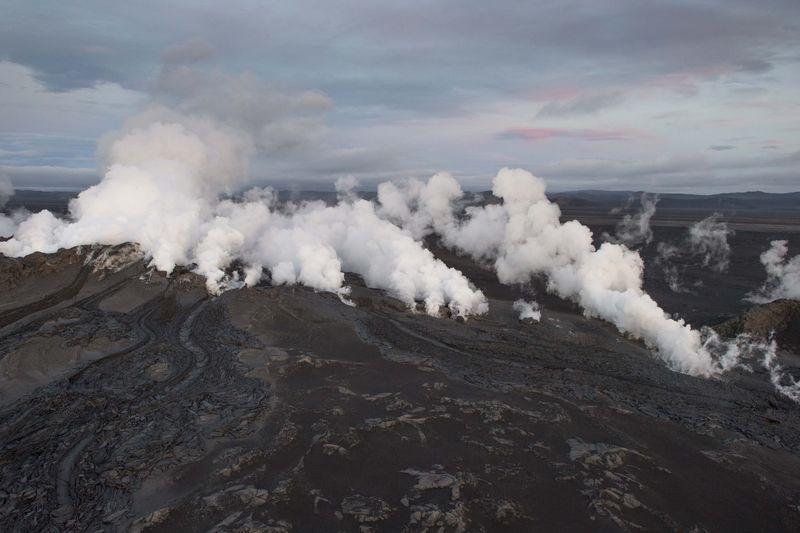 Earthquakes Continue to Shake Iceland volcano, Still no Ashcloud