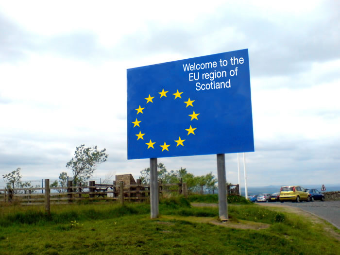 EU Migrants May Swing Scots Referendum Vote In 'Yes' Camps Favour