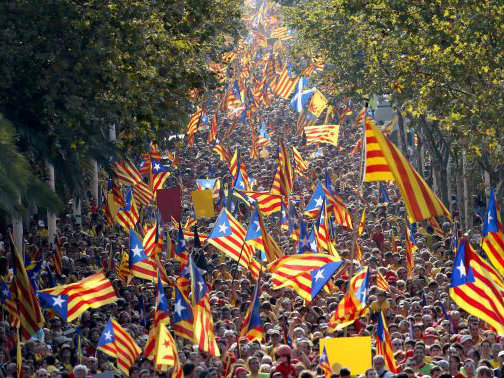 Inspired by Scotland, Hundreds of Thousands of Catalans form Giant 'V for Vote' to Demand Independence
