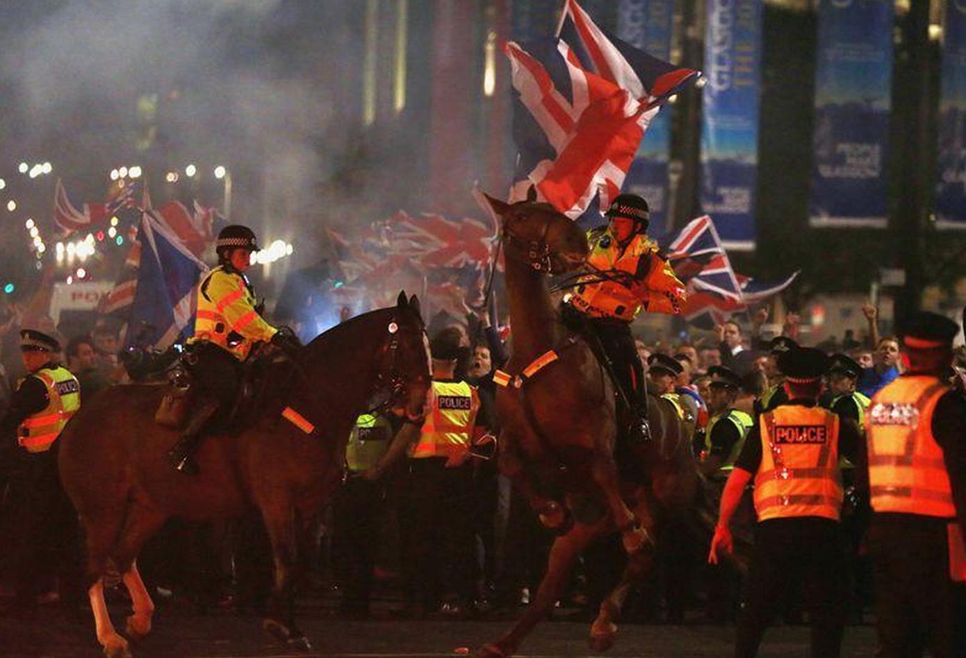 6 Arrested, Scottish Flag Set Ablaze, as #IndyRef Campaigners Violently Clash in Glasgow