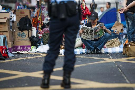 Hong Kong Leader under Pressure to Explain Australian Windfall