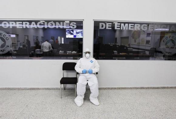Britain Starts Ebola Screening, Loads Medical Ship