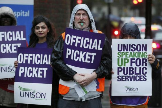 Thousands of Health Workers in Britain Strike over Pay