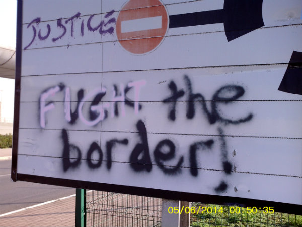 Migrants Storm UK-Bound Lorries at Calais