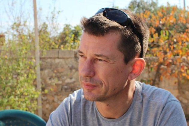 Father of British Hostage Cantlie Dies