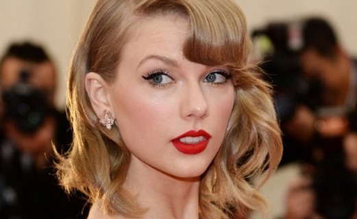 Taylor Swift Tops Canadian iTunes Chart with 8 Seconds of White Noise
