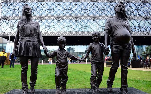 £100,000 Statue Celebrates Single Parent Families