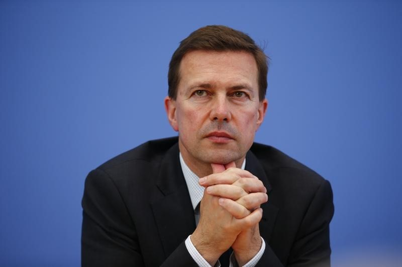 Berlin Wants UK to Stay in EU but Won't Negotiate on Immigration