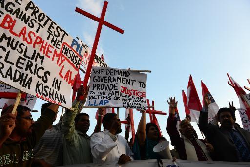 Pakistani Policeman 'Uses Axe to Kill Blasphemy Accused'