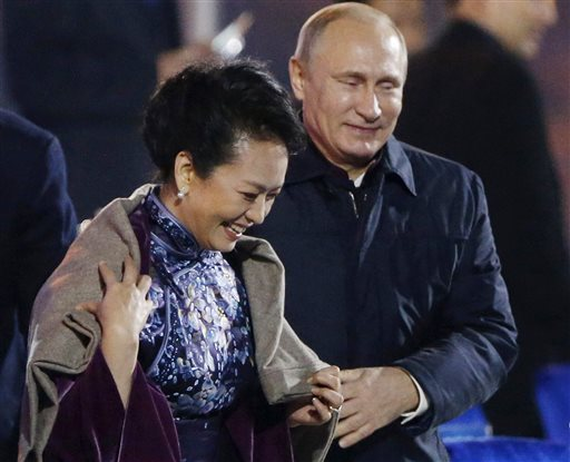 Putin's Gallantry Upstages Chinese Host at APEC
