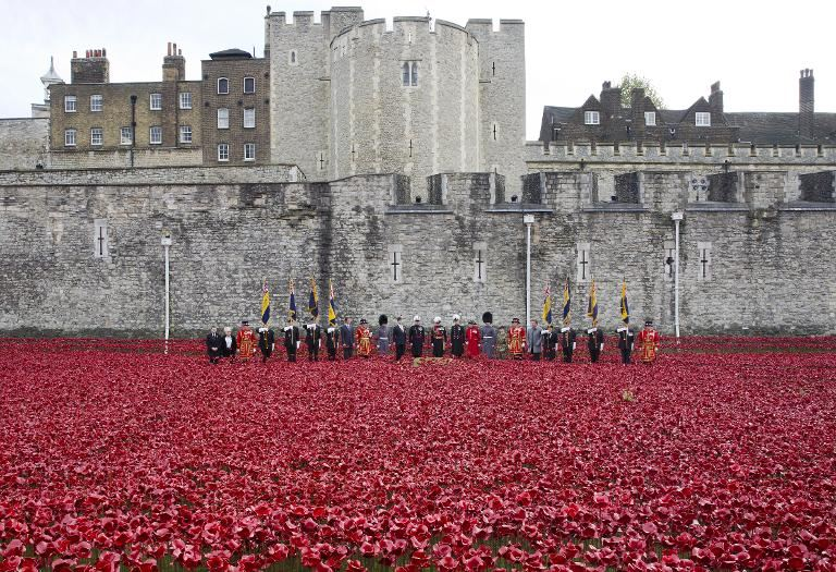 Volunteers Start Taking Down London Poppy Installation