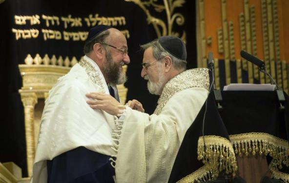 Top British Rabbi Tells Vatican Conference Family Breakdown is Dividing Societies
