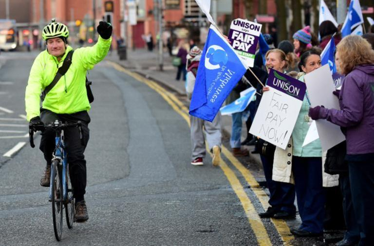 Thousands of NHS Workers Strike for Pay Rise