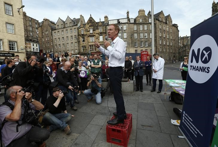 Favorite Jim Murphy becomes the new Scottish Labour leader