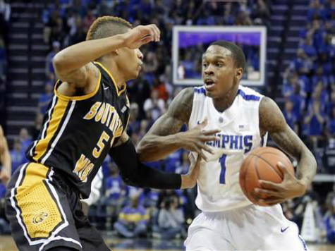 Memphis Overcomes Last Minute Heroics to Beat Saint Mary's