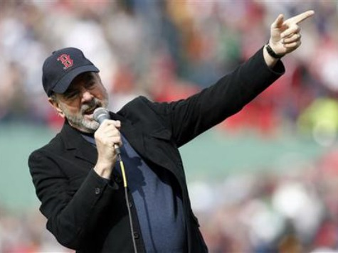 Neil Diamond Flew to Boston, Asked Red Sox If He Could Sing Sweet Caroline