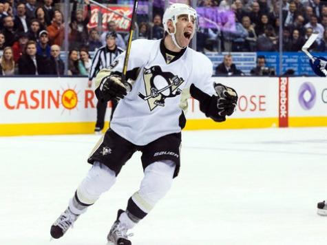Penguins Knock Islanders Goalie Out