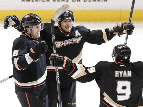Selanne Leads Anaheim to 1-0 Lead over Detroit