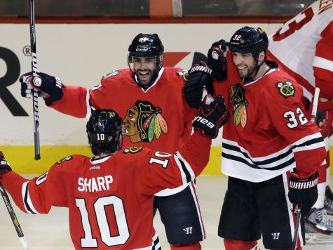 Blackhawks Beat Red Wings 4-1, Takes 1-0 Series Lead