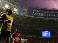 Photographer Takes Incredible Picture of Bolt at Finish Line