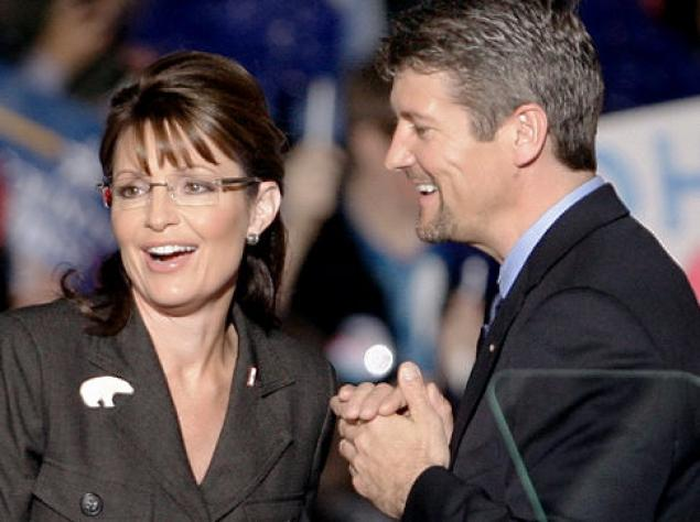 True Love: Sarah Palin's Hubby Attends Bikram Yoga Class with Her for Birthday