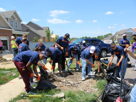 Kyle Fuller, Chicago Bears Help Tornado Victims Pick Up Pieces