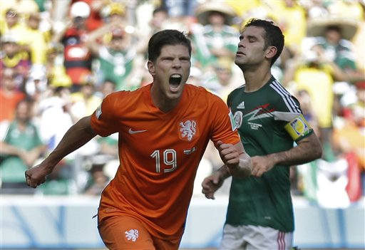 Huntelaar's Late Penalty Gives Dutch 2-1 Win over Mexico