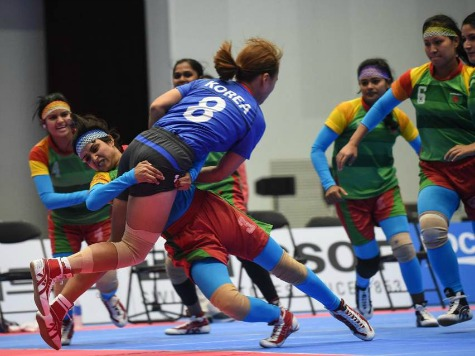 Bone-Crunching Sport Kabaddi a Knockout Hit
