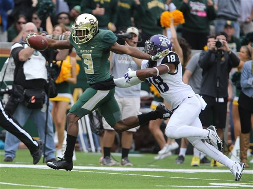 FBS Scoreboard: Baylor Comes Back, USC Upsets Arizona, ND Squeaks to Victory